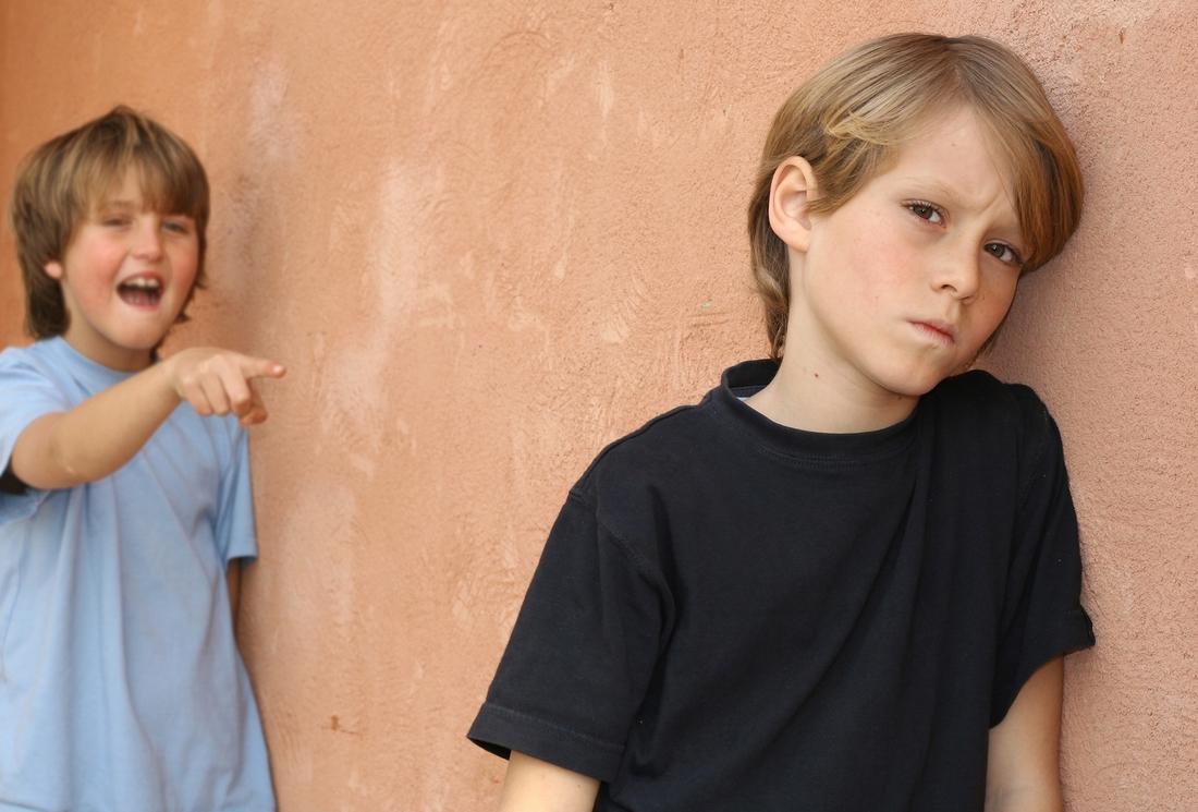уральский ребенок обзывает взрослых без причины боя