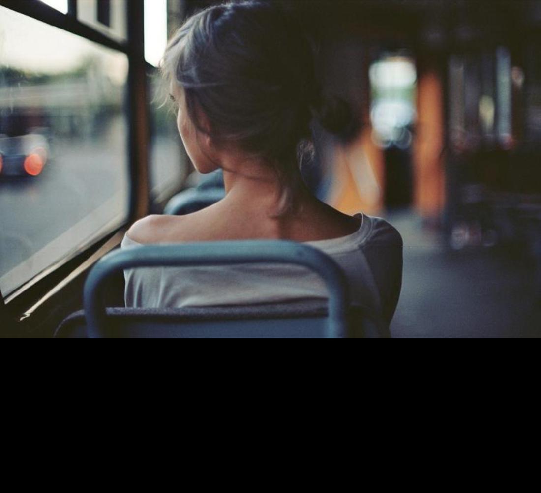 Реальный дрочь в транспорте рядом с девушками фото 699-93