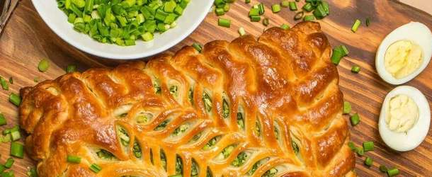 Заливной пирог с зеленым луком и яйцом