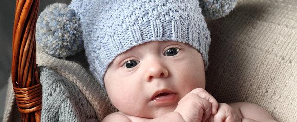 Шапочки для новорожденных от 0 до 3 месяцев спицами для начинающих с описанием