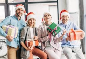 Какие подарки выбрать коллегам по работе на Новый год 2020