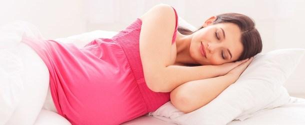 В каких позах можно при беременности лежать