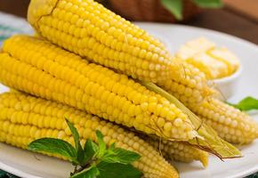 Сколько варить кукурузу в початках в кастрюле по времени