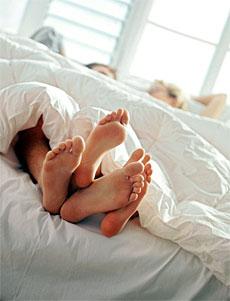 Взрослые люди что делают в постели конечно секс