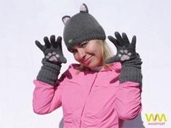 Серый наборчик шапка с ушками и перчатки - кошачьи лапки.