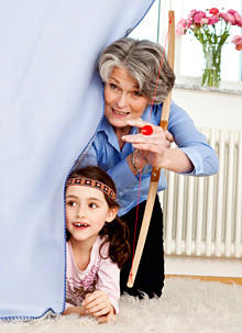 бабушка успокаивает внука занимаясь с ним сексом