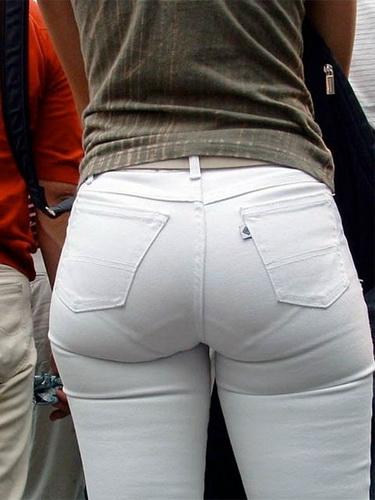 линия трусиков сквозь брюки фото