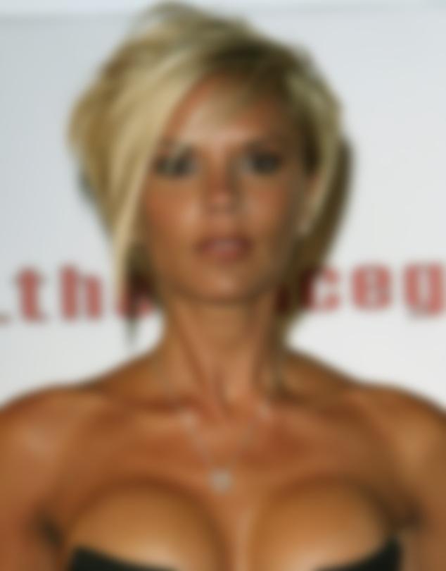 Виктория Бекхэм призналась, что сожалеет обувеличении груди