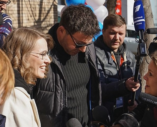 Супруг Ксении Собчак обнародовал редкое фото сихсыном