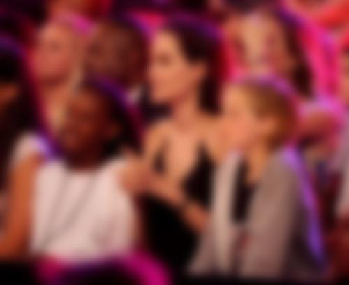 Биологическая мать приемной дочери Джоли просит овстрече с сыном
