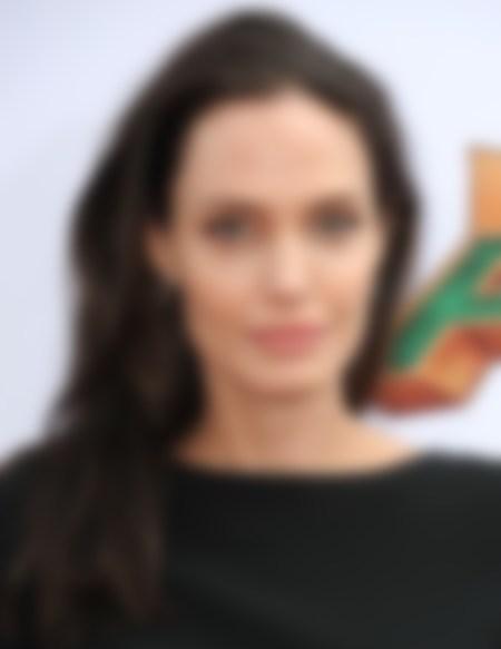 Анджелина Джоли сделала три новые татуировки