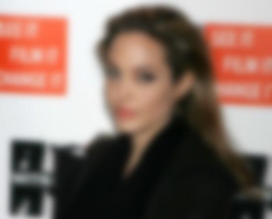 Анджелина Джоли планирует сниматься ввоенной драме «Стреляй, как девчонка»