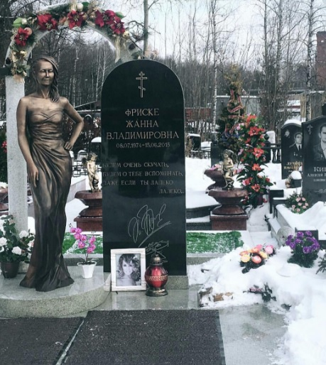Намогиле Жанны Фриске установили монумент