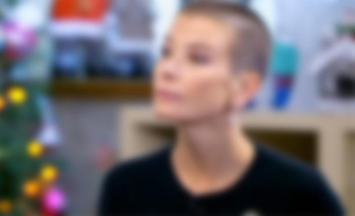 Юлия Высоцкая состригла длинные волосы почти под ноль
