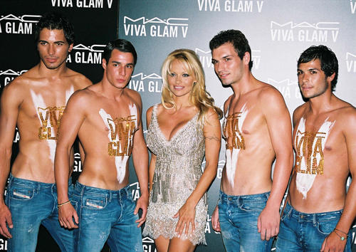 """Памела Андерсон на акции """"VIVA GLAM V"""""""