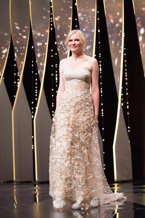 Свадьбе быть: 34-летняя актриса Кирстен Данст показала помолвочное кольцо