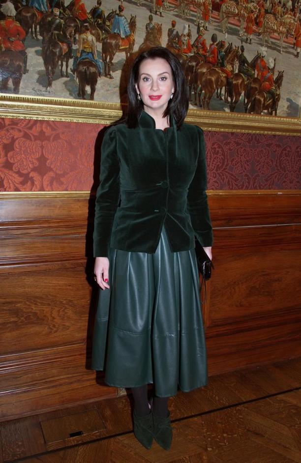 екатерина стриженова фото в юбке