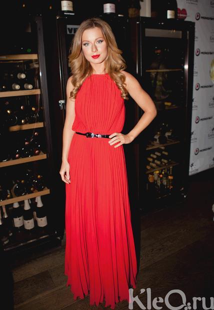 Фото юлии савичевой в платье