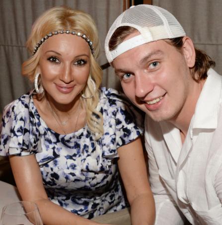 Смотреть порно русские зрелые женщины с мальчиком фото 777-733